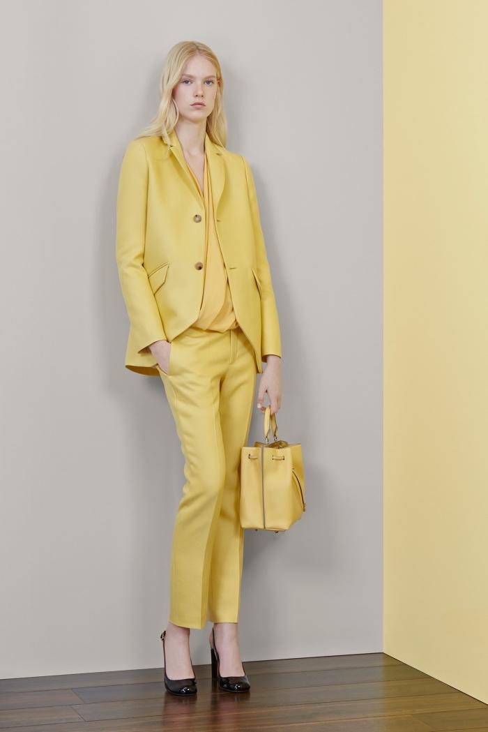 couleurs tendance mode printemps-été 2019, costume femme avec chemise et blazer jaune, modèle de pantalon slim femme