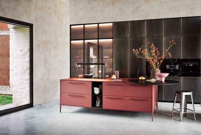 comment aménager une cuisine, rangement de cuisine fermé avec portes sans poignées, modele de cuisine moderne