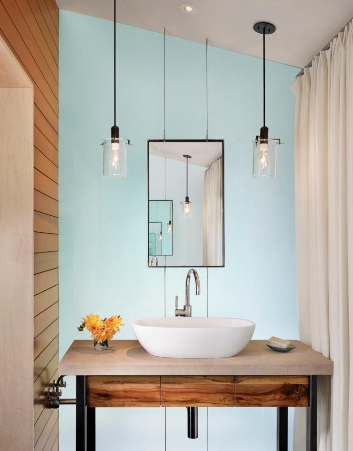 panneau mural salle de bain à imitation bois, décoration murale bimatière avec peinture et lambris pour petite salle de bain