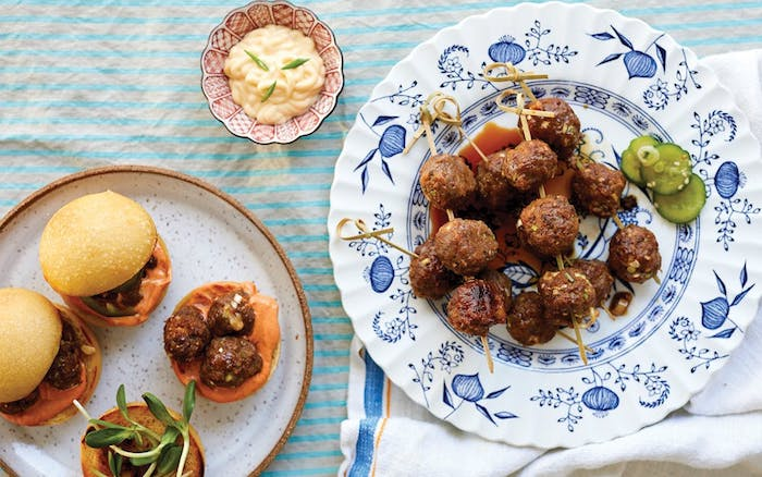 Cool idee apero dinatoire, idée de repas d anniversaire, brochettes originales que vous pouvez mettre dans votre burger