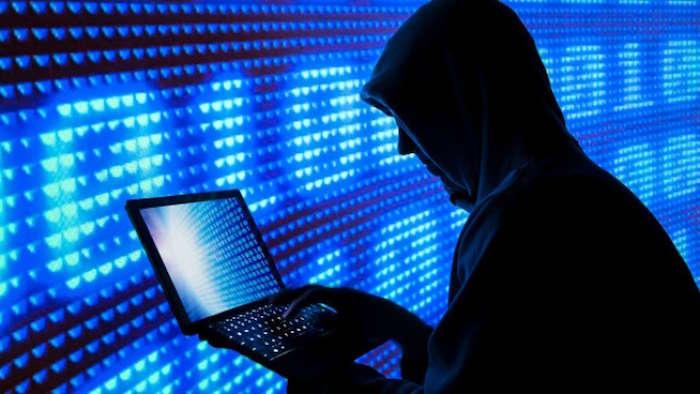photo hacker pour article sur la faille permettant d'accéder aux contacts Messenger via navigateur Chrome
