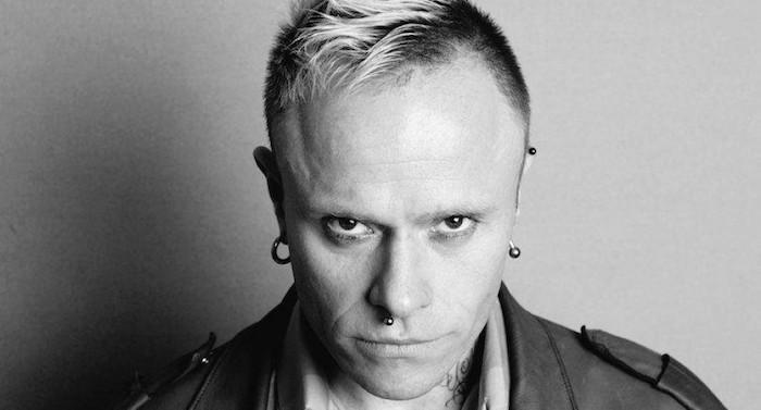 photo noir et blanc de keith flint chanteur du groupe the prodigy retrouvé mort suicidé chez lui le 4 mars