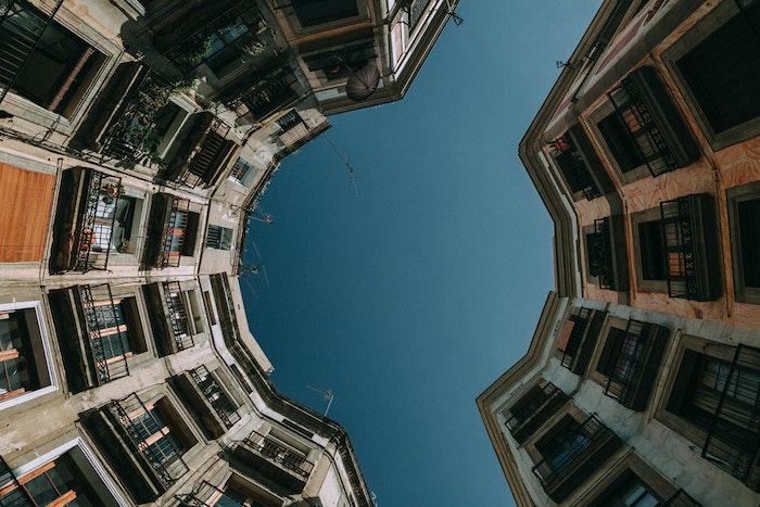 Originale photo urbaine, ville batiments Barcelona pour arrière plan ordinateur, image gratuite libre de droit