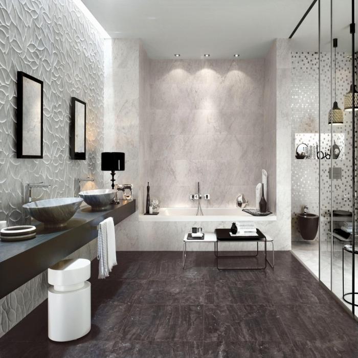 modèle de carreaux salle de bain à effet pierre naturelle, idée peinture pour salle de bain aux motifs en relief blanche
