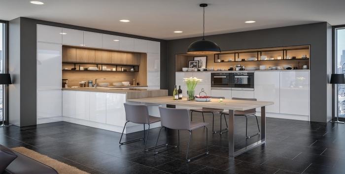 design intérieur cuisine bois moderne avec meubles blancs sans poignées, quelle peinture pour cuisine aux murs foncés