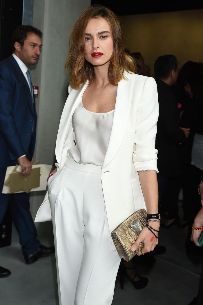 look total blanc pour femme élégante, tenue cérémonie officielle en costume blanc, modèle de pantalon fluide