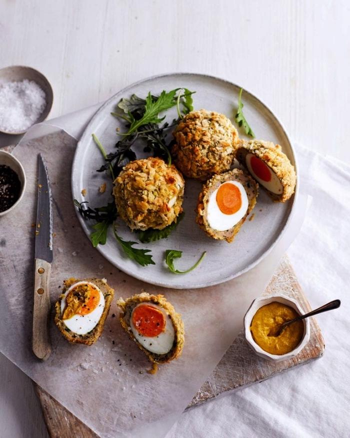 recette healthy pour préparer des oeufs écossais cuits au four, idée de repas du soir simple à base d'oeufs