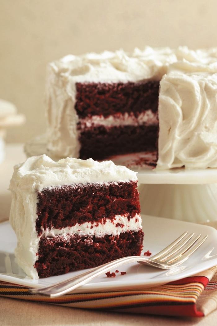 recette sans gluten de gâteau red velvet au glaçage vegan, gâteau d'anniversaire velours rouge