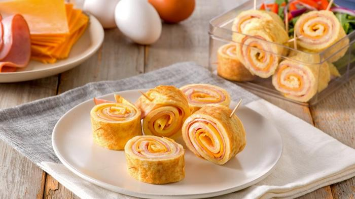 Roulés de jambon et fromage avec pain, recette plat unique, apero dinatoire original, idée que preparer