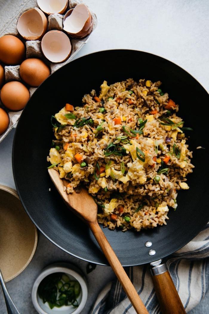 recette de riz frit aux oeufs et aux légumes, idée que faire a manger ce soir