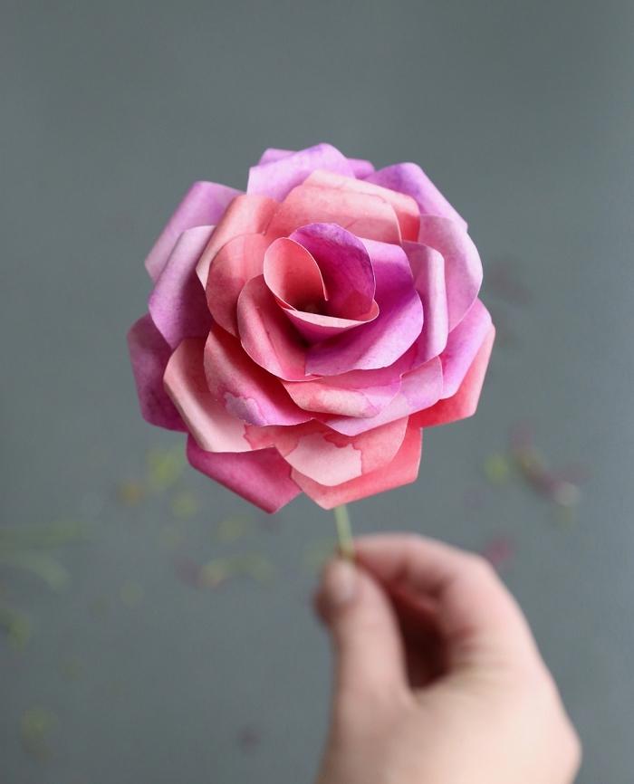 jolie fleur en papier facile effet aquarelle, une rose aquarelle en papier, idée de cadeau fête des mères à faire soi-même