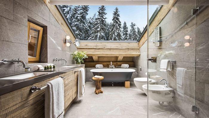 Magnifique vue une salle de bain design dans un chalet, baignoire et meuble lavabo style rustique