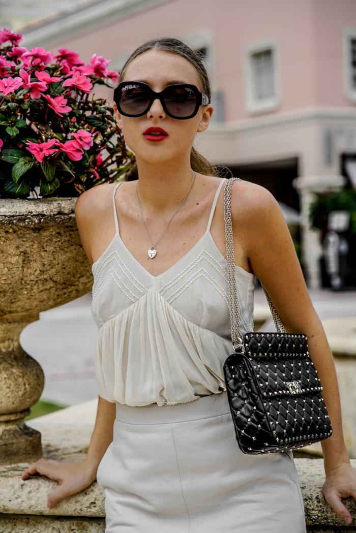 sac rectangulaire matelassé, sac a main cuir avec bandoulière, lunettes de soleil oversize