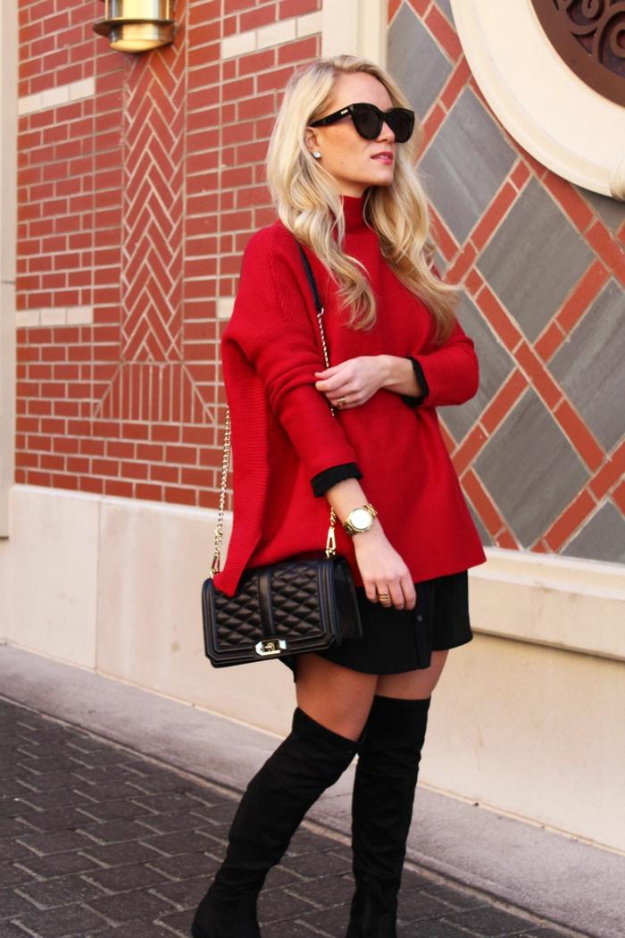 cuissardes noires, petit sac rectangulaire, pull rouge col montant, sac cartable femme