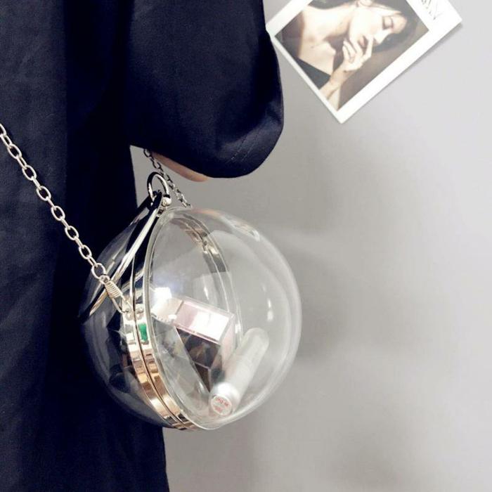 petit sac globe, cadre doré, bandoulière chaîne, modèle de sac tendance transparent