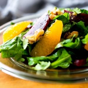 Boostez votre métabolisme avec une salade verte originale - plusieurs photos et recettes délicieuses