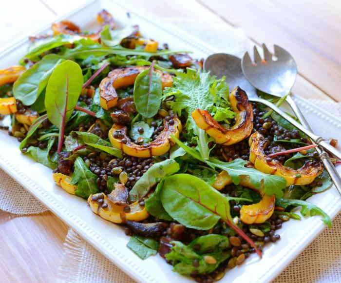 salade verte aux lentilles, patate douce, idée recette légère, salade aux épinards, que mettre dans une salade verte