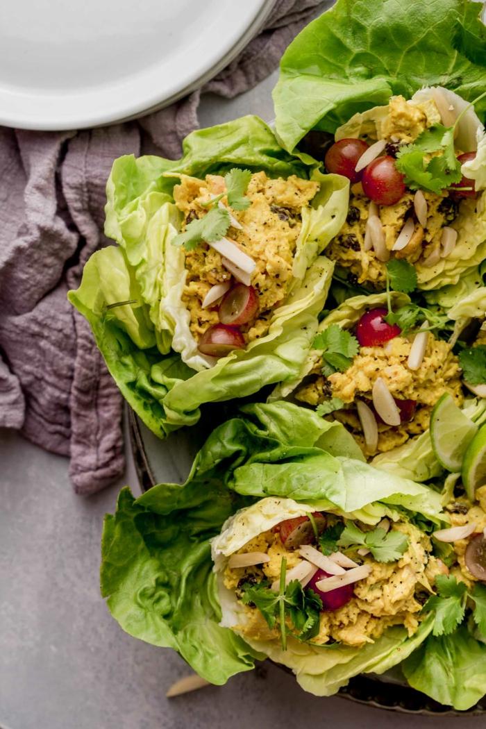 que mettre dans une salade verte, recette minceur simple, morceaux de viande enrobés de laitue