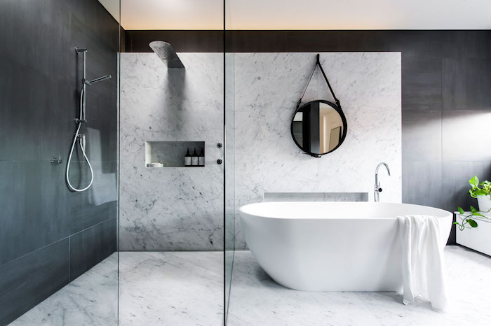 Comment créer une salle de bain design moderne, marbre et granithe, déco scandinave avec plante verte