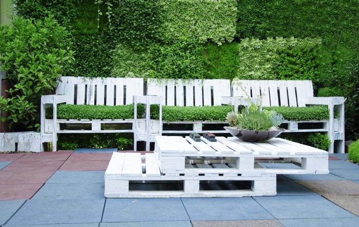 comment aménager une arrière-cour, fabriquer des meubles de jardin faciles, recyclage palette pour déco de jardin avec canapé palette
