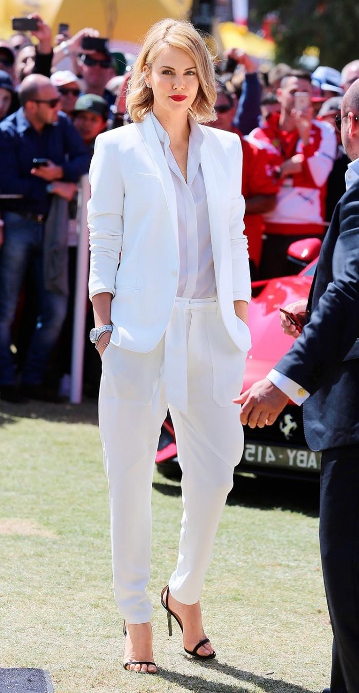 vision femme élégante en costume blanc, idée look total blanc pour femme avec tailleur blanc et sandales en noir