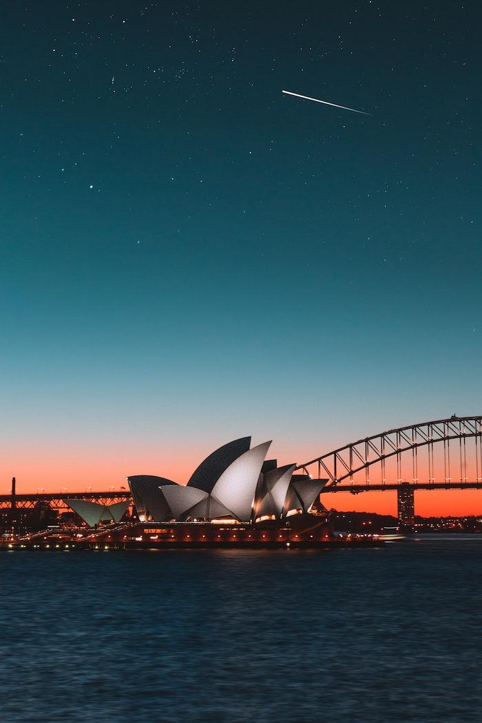 Sidney opéra au coucher de soleil, le plus beau paysage fantastique, photo de paysage, la magie de notre monde