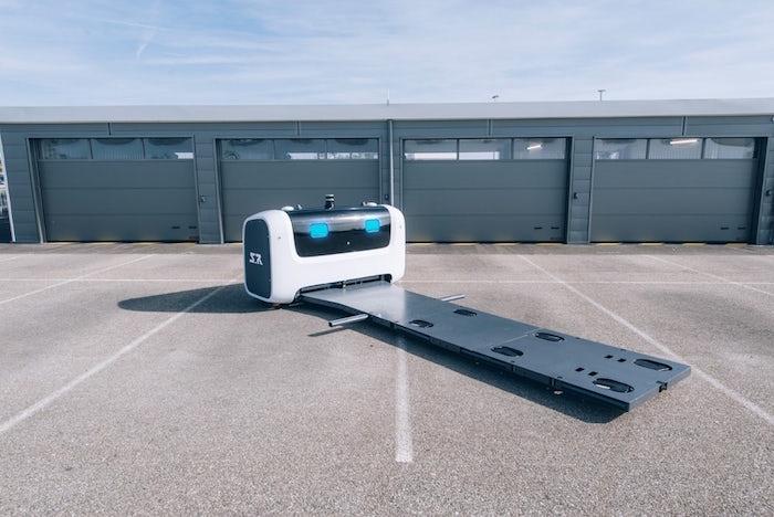 photo du robot voiturier Stan de la société française Stanley Robotics qui gare les voitures à l'Aéroport de Lyon-Saint-Exupéry