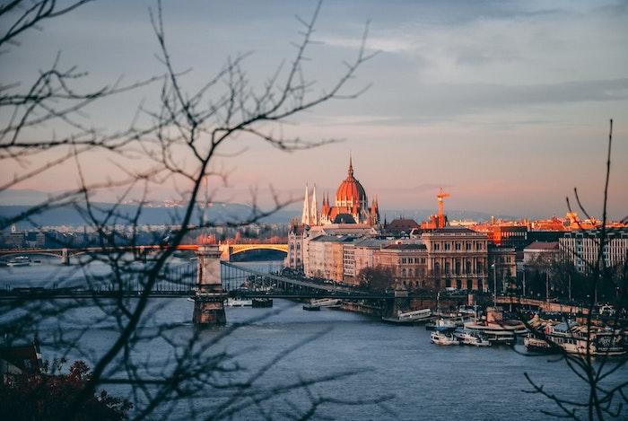 Budapest paysage fantastique, le présidence bâtiment gothique magnifique vue urbaine pour fond d'écran