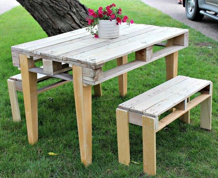 recyclage de palette facile, fabriquer un meuble de jardin en palette bois, modèle de petite banc en palette bois