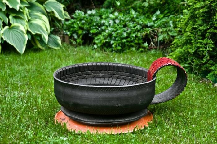 decor jardin tasse à café improvisée, pelouse, jardin paysager, idée de déco jardin