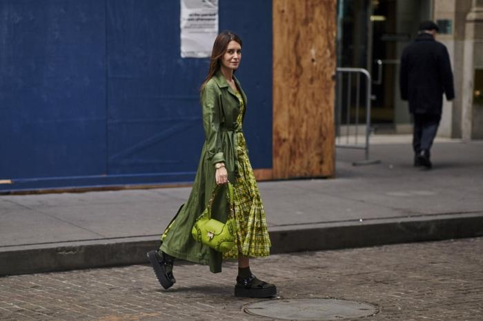 sandales plateformes, sacoche femme verte, robe de printemps automne à carreaux,