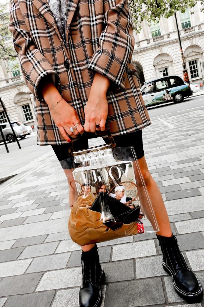 sac acrylique, sac tendance, veste carrée en tweed, chaussures plateformes noires