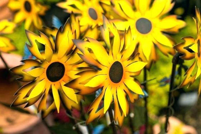 tournesols jaunes en métal, decor jardin original, déco de jardin à acheter, aménager son jardin