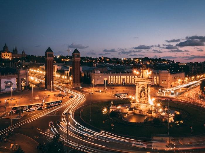 Barcelone paysage d'hiver, inspiration voyage, travel photo belle ville le nuit à Barcelone place Espagne