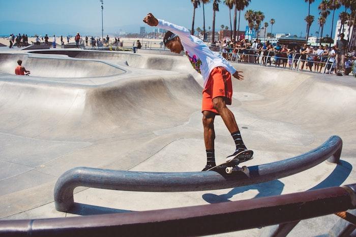 Garçon sur skateboard paysage printemps, los angeles paysage, amerique paysage californien