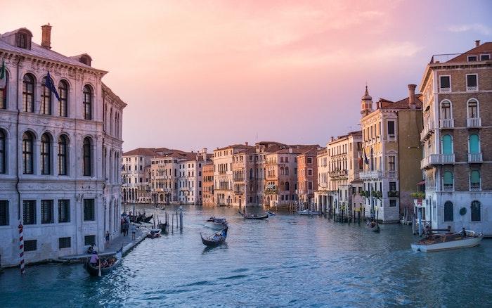 Venise paysage ville au coucher de soleil, image la plus belle ville du monde, canal de Venise
