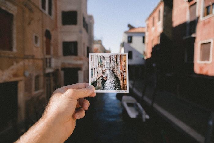 Photo polaroid et la vie réel paysage magnifique, beau paysage urbain, motivation de voyager