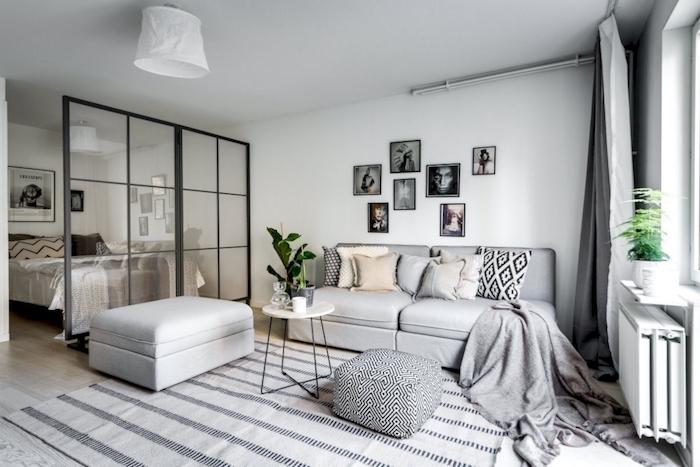verrière industrielle pour séparer une chambre à coucher d un salon scandinave en gris et blanc, idée amenagement original design interieur gain de place