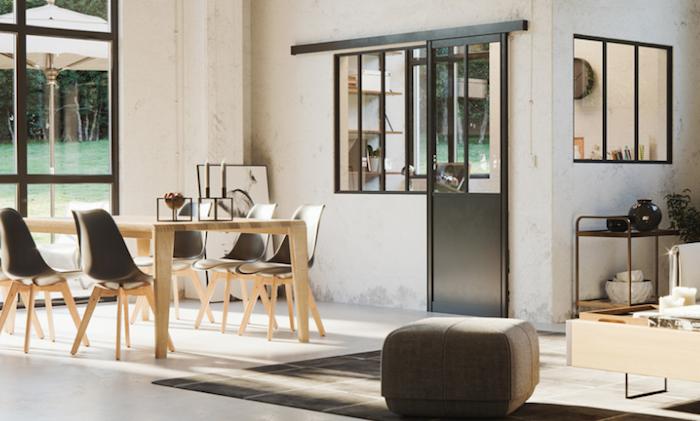 photo d'une cuisine séparée avec verrière atelier et porte en aluminium noir dans grand espace loft