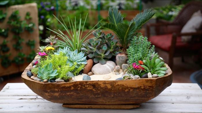 bac à fleurs ancien évier, galets et succulentes plantées, arrangement déco pour l'amenagement jardin