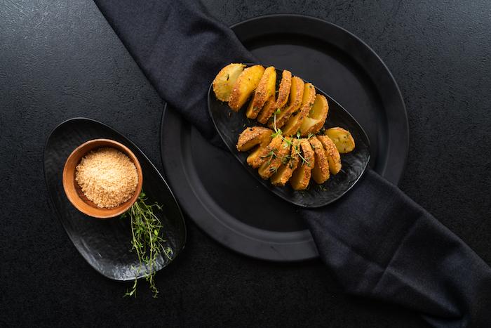 pomem de terre au four recette archzine studio, amuse bouche apéritif facile pomme de terre au parmesan et herbes