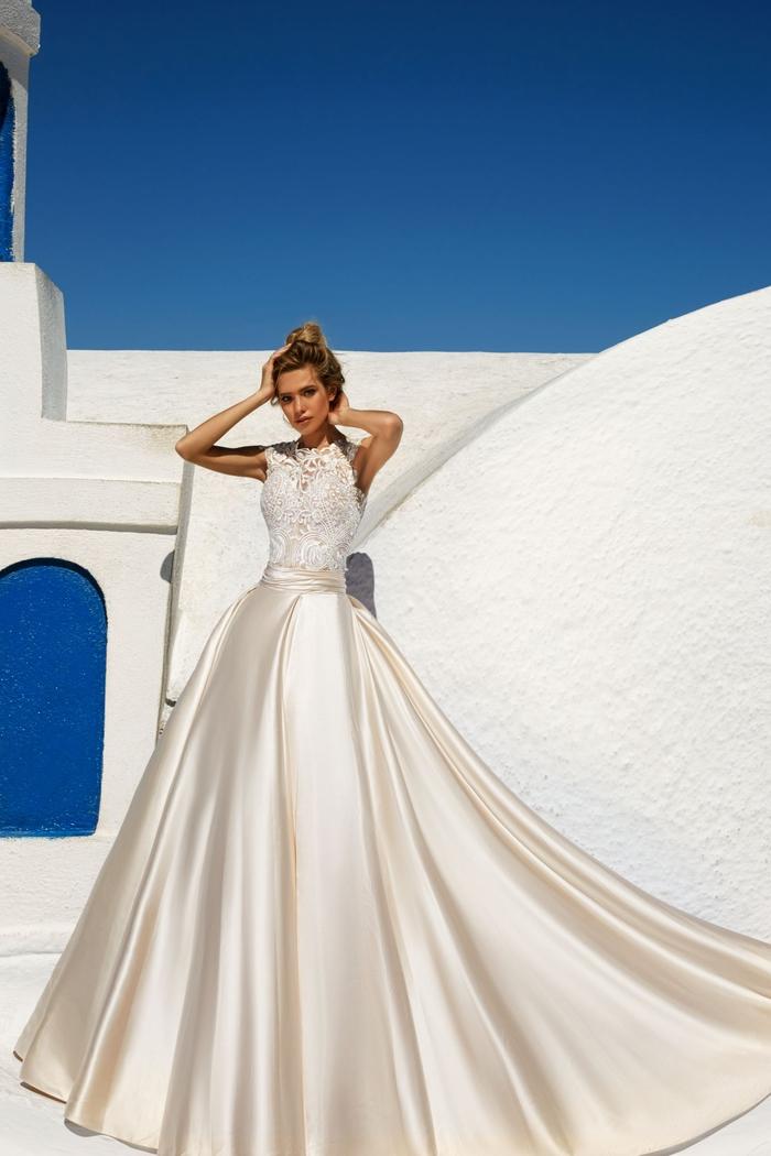 Photo Santorin, Grèce, robe de mariée princesse dentelle haut et satin jupe, choisir sa robe selon sa morphologie, robe ligne A princesse style