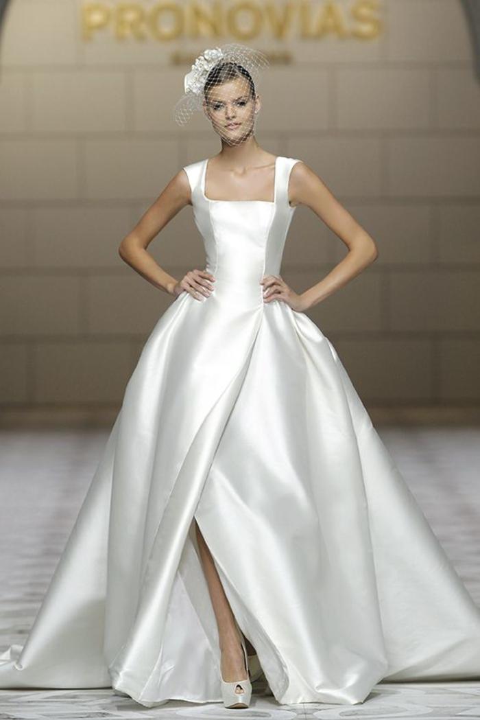 Comme les défilés, élégante robe de mariée princesse, classe robe de mariage moderne, chaussures à talon