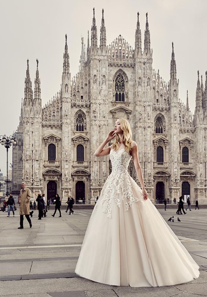 La cathedrale à Milan, photo robe princesse de mariée, blanche robe de mariee longue