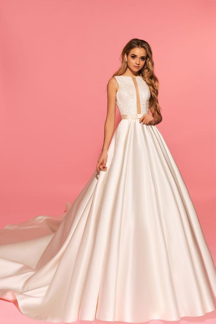 Longue robe classique A silhouette, robe de mariage élégant le style chic pour le jour j avec une belle robe moderne décolleté