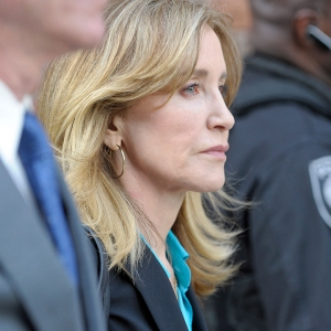 Felicity Huffman plaide coupable dans l'affaire des admissions universitaires falsifiées