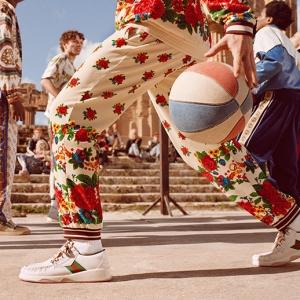 Gucci présente sa collection pre-fall 19 sur fond d'Antiquité