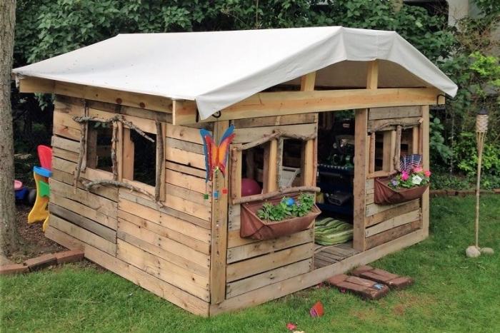 fabriquer une maison en bois soi-même pas cher, comment construire une cabane pour jeux d'enfant extérieur