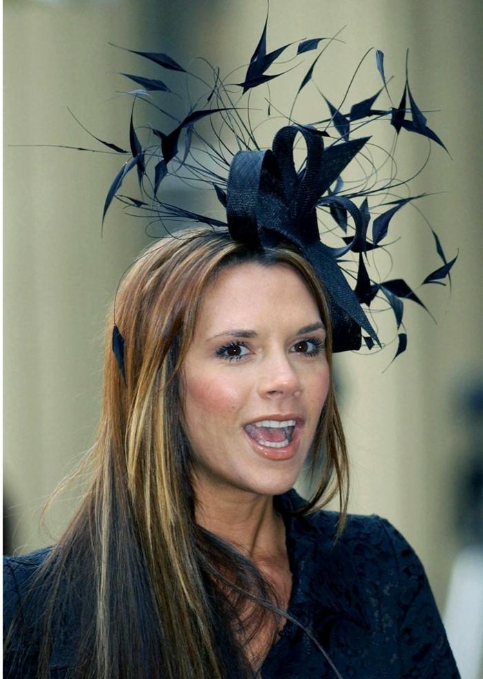 bibi mariage élaboré, figures géométriques noires, Victoria Beckham, veste noire