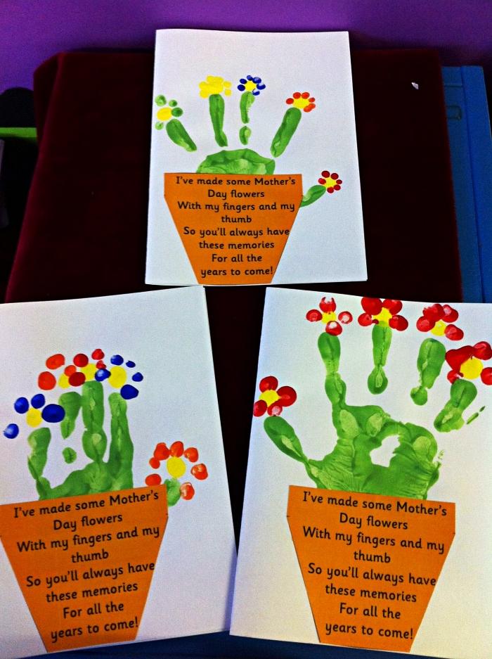 carte bonne fete avec prenom et message personnalisée en forme de pot de fleur empreinte de main